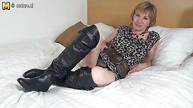 Mega milf Julia Ann phát hiện ra rằng cậu bé đang mặc phin xx quần lót của cô ấy!